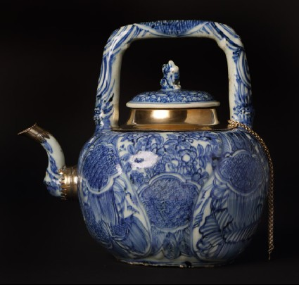 Blue-and-white winepot surmounted by kylin, or horned creaturefront