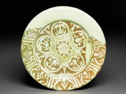 Dish with doves and pseudo-kufic inscriptiontop