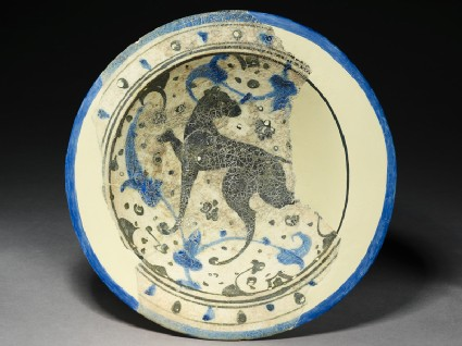Bowl with hunting dogtop