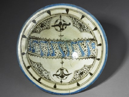 Bowl with pseudo-calligraphic and vegetal decorationtop