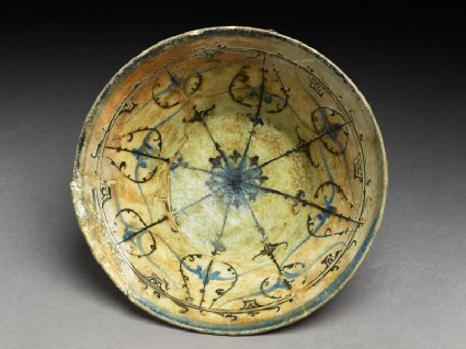 Bowl with rosette and radiating bandstop
