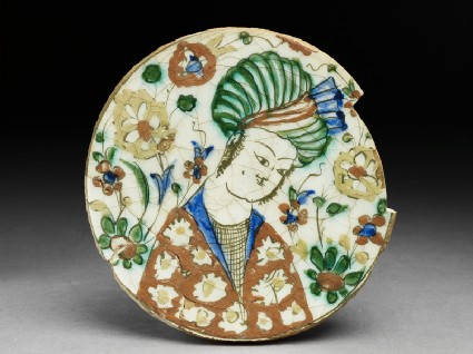 Base fragment of a dish depicting a man wearing a turbantop