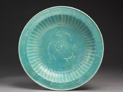 Dish with three fish and rosettetop