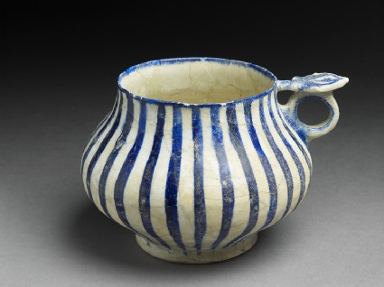 Tankard with blue stripesoblique