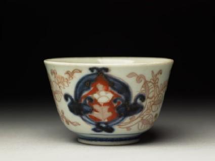 Small cup with floral designoblique