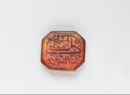Octagonal bezel seal with nasta'liq inscription, spiral, and floral decorationfront