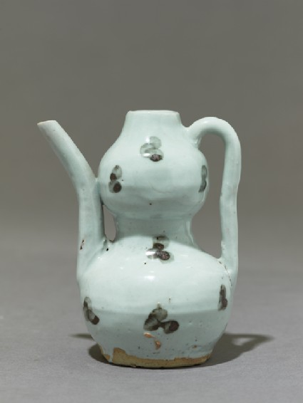 White ware ewer in double-gourd formside