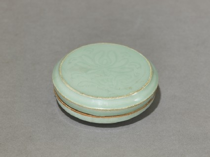 Circular greenware box with lotus flowersoblique