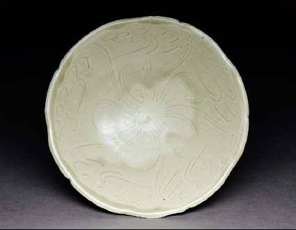 Greenware bowl with floral decorationtop