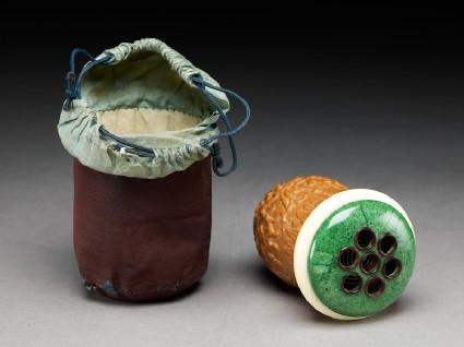 Gourd cricket cage with silk bagoblique