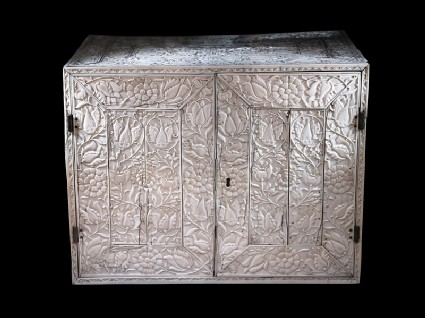 Ivory cabinet with floral decorationoblique