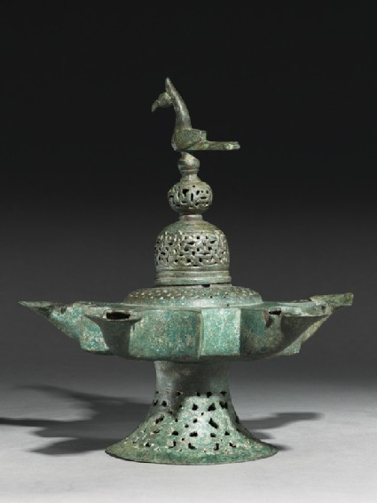 Oil lamp with dome-shaped lid surmounted by a birdside