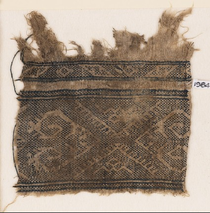 Textile fragment with inverted hooks and half-diamond-shapesfront