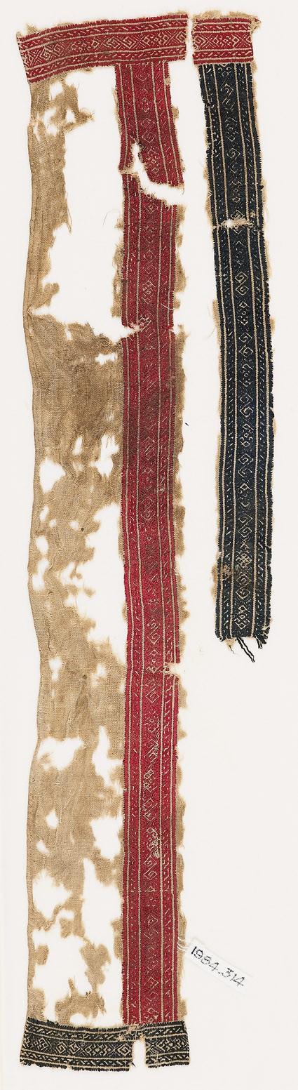 Textile fragment with bands of diamond-shapes and S-shapesfront