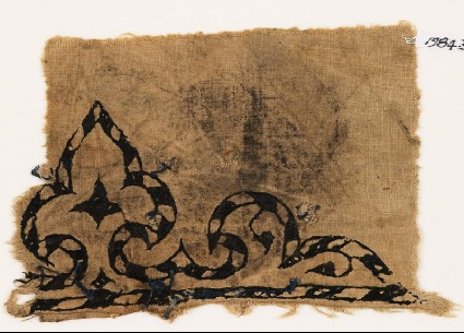 Textile fragment with trefoil, probably from a garmentfront