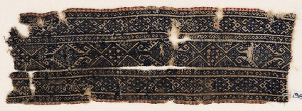 Textile fragment with linked diamond-shapes and arrowheadsfront