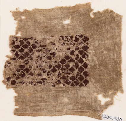Textile fragment with scalloped patternfront