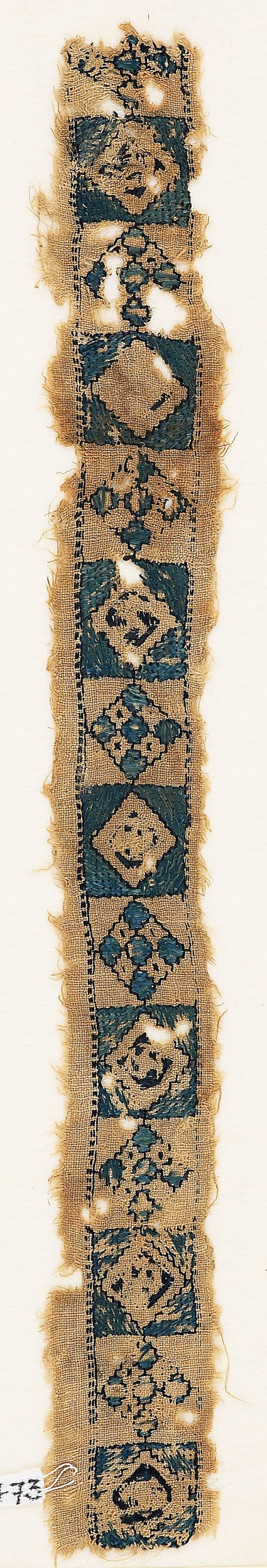 Textile fragment with alternating diamond-shapes and quatrefoilsfront