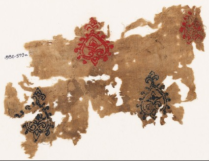Textile fragment with hearts with trefoil pointsfront