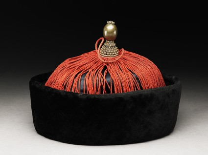 Silk and velvet hat used for official occasionsoblique