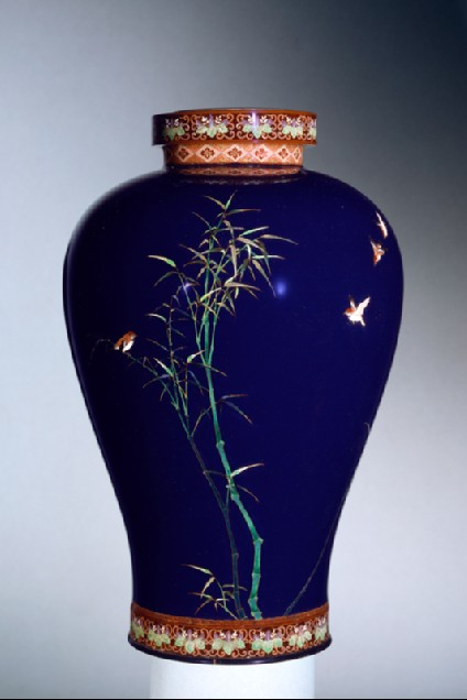 Vase with sparrows and bambooside
