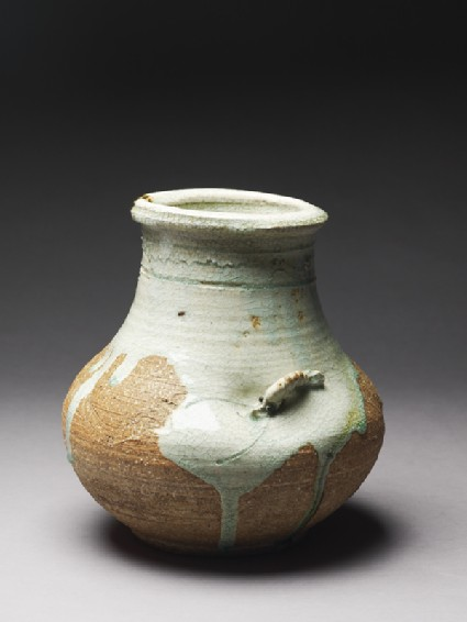 Globular vase with a shrimpoblique