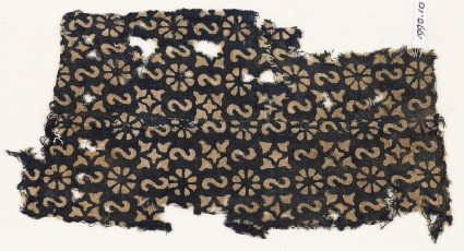 Textile fragment with reversed S-shapes, rosettes, and quatrefoilsfront