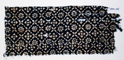 Textile fragment with flowers, quatrefoils, and rosettesfront
