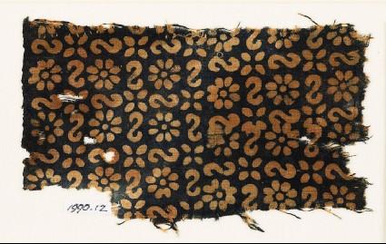 Textile fragment with reversed S-shapes, rosettes, and quatrefoilsfront