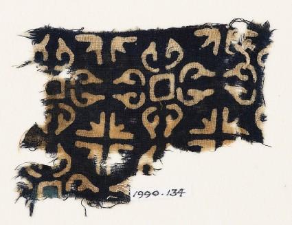 Textile fragment with quatrefoils and groups of four arrowsfront
