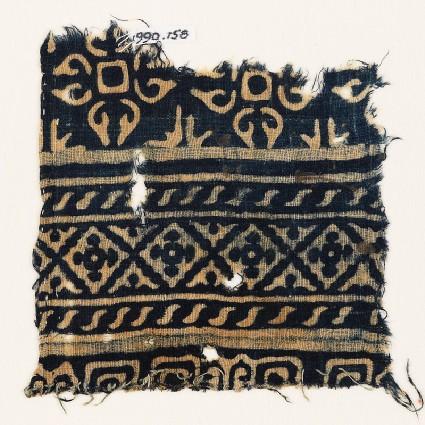 Textile fragment with diamond-shapes, S-shapes, and quatrefoilsfront