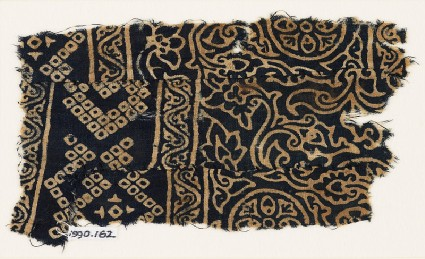 Textile fragment with rosettes, leaves, flowers, and bandhani, or tie-dye, imitationfront