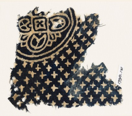 Textile fragment with large quatrefoil and small starsfront