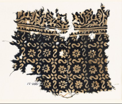 Textile fragment with reversed S-shapes, rosettes, and flowersfront