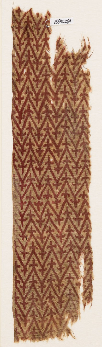 Textile fragment with linked chevrons and trefoilsfront