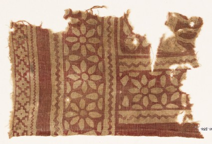 Textile fragment with rosettes and petalsfront
