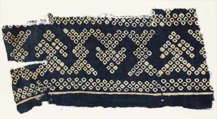 Textile fragment imitating bandhani, or tie-dye, with geometric patterns and arrow-shapesfront
