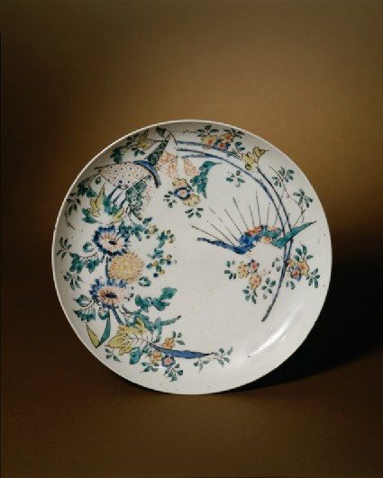 Shallow plate with floral decorationtop