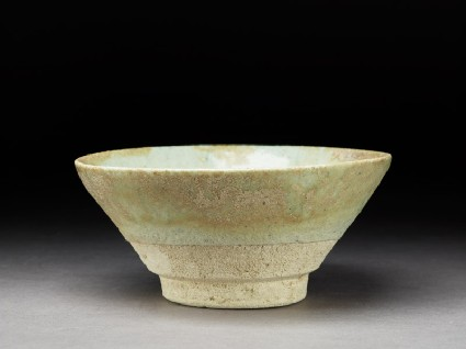 Bowl with white glazeoblique
