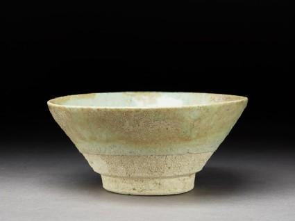 Bowl with white glazeoblique