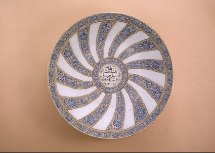 Plate with radial floral decoration and inscriptionfront