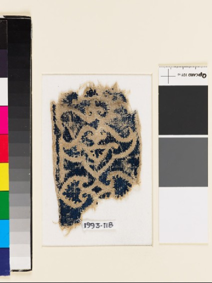 Textile fragment with double-palmettefront