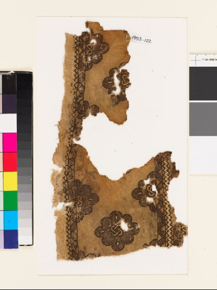 Textile fragment with cusped medallions and interlaced knotsfront