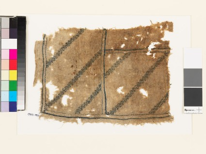 Textile fragment with double wave patternfront