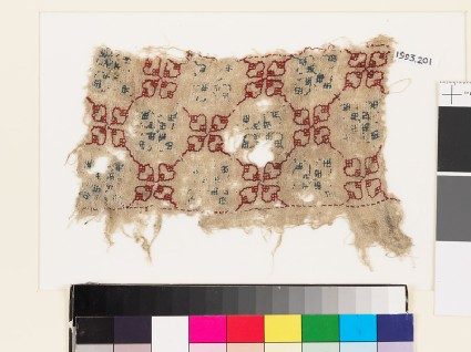 Textile fragment with quatrefoils and lattice of diamond-shapesfront
