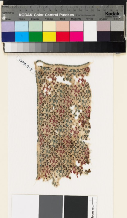 Textile fragment with rosettes and lattice of diamond-shapesfront