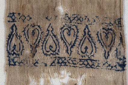 Textile fragment from a scarf or girdle end with heartsfront