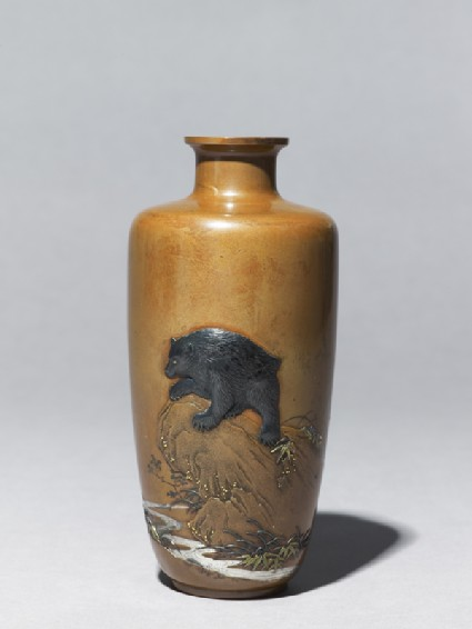 Baluster vase with a bear on a rockside