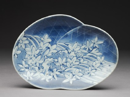 Dish with leaves and wavestop