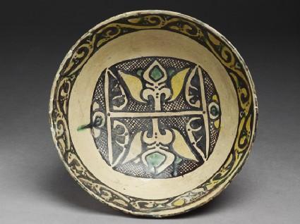 Bowl with palmettestop